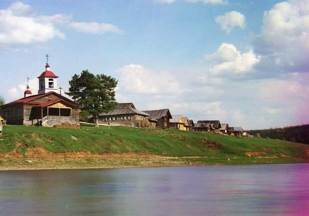 Общий вид на пристань реки Межевая Утка в 1912 году. (Prokudin-Gorskii Collection/LOC) империя., путешествия, цветное фото