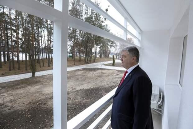 Названы вероятные места для побега Порошенко