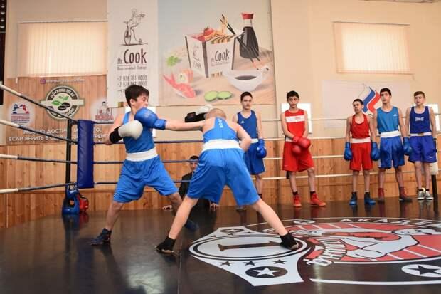 В Симферополе открыли спортивную школу бокса
