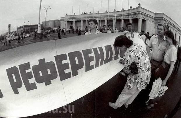 «Верхушка СССР предала те идеалы, в которых убеждала своих граждан» — почему развалился Союз (ГРАФИКИ)