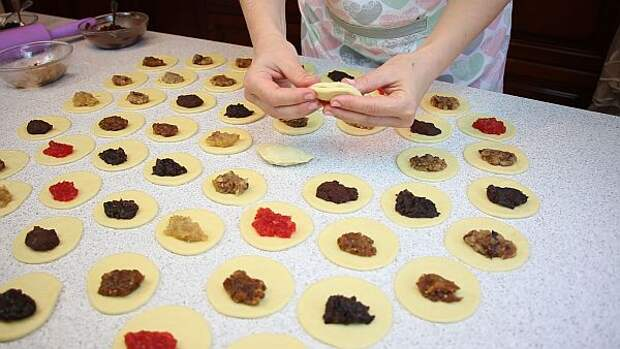 Плетеные булочки с разными начинками