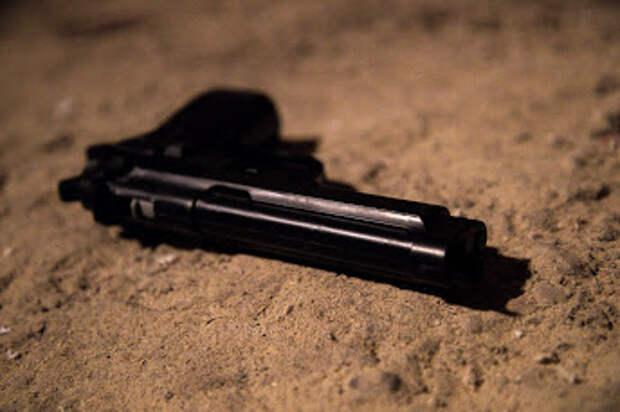 Измотанный очередями пациент устроил стрельбу возле больницы в Феодосии
