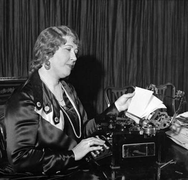 Бьюла Луиза Генри (Beulah Louise Henry) получив за всю свою жизнь 49 патентов и 110 изобретений, работала над швейными машинами, морозильными камерами, пишущими машинками, механическими куклами, зонтами-автоматами и прочими устройствами.
