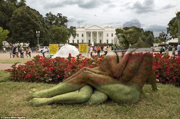 Вединении сприродой: художница вписывает людей вживописные пейзажи спомощью боди-арта