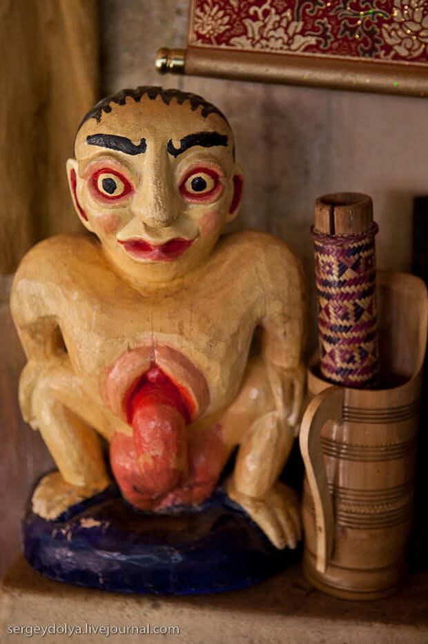 10) На кухне ресторана стояла странная скульптура.