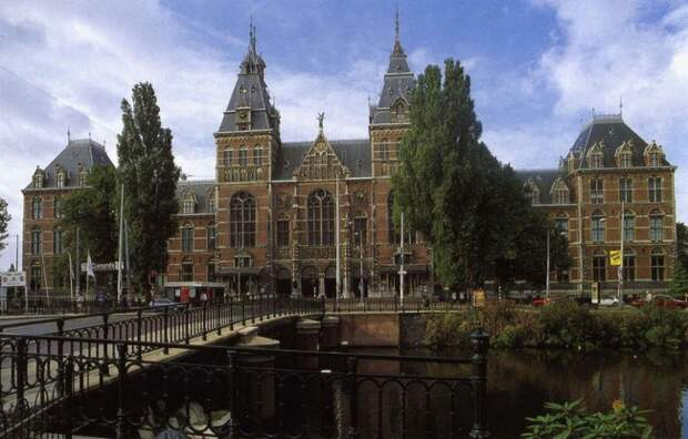 https://muzei-mira.com/templates/museum/images/mus/reyksmuzeum-v-amsterdame+.jpg