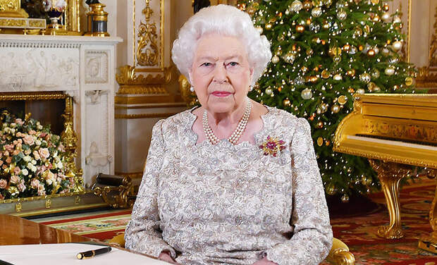 Праздник по-королевски: как украсили Виндзорский замок к Рождеству, которое Елизавета II будет встречать там впервые за 33 года
