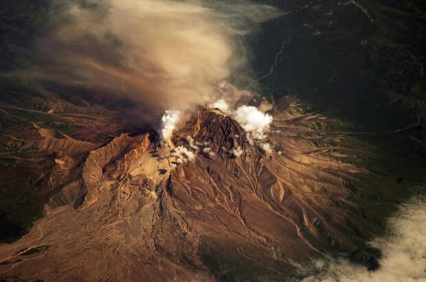 Камчатский поселок накрыло пеплом от выброса вулкана Шивелуч