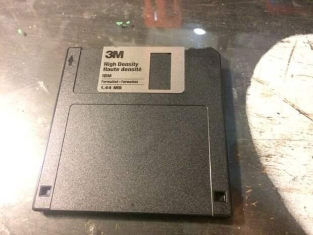 Креативный блокнот из забытого «флоппи-диска»