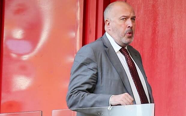 Кикнадзе за средний палец оштрафовали на 300 тыс. рублей, Карпин за критику РПЛ заплатит 100 тыс.