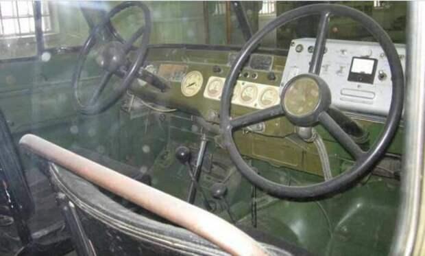 Второй руль для оператора. /Фото: hyser.com.ua.