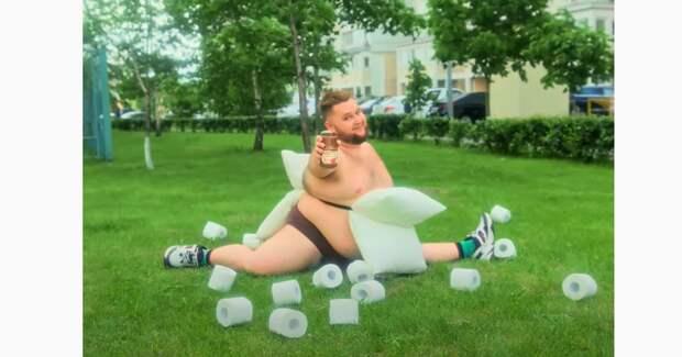 Танцор из Little Big высмеял карантинные челленджи в рекламе бренда «Пиканта»