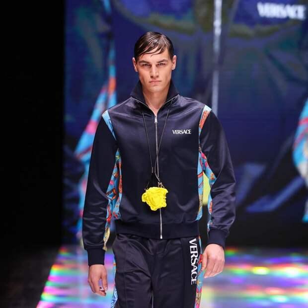 «Просто рабочий»: парень бросил работу на заводе и стал моделью Versace