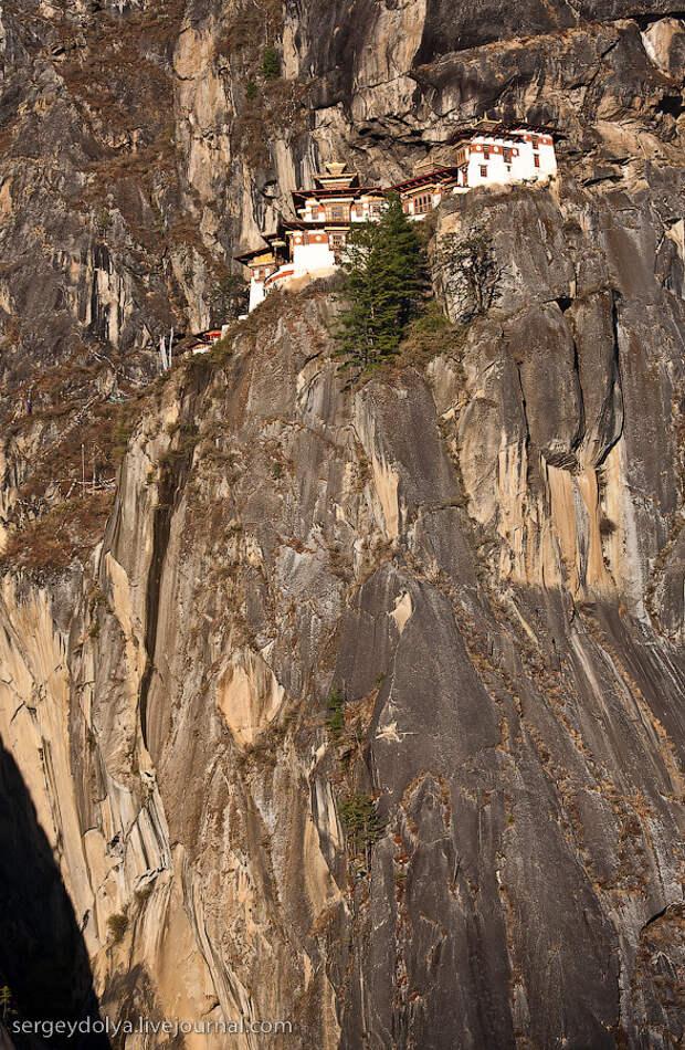 11) Со смотровой площадки ресторана открывается чудесный вид на монастырь