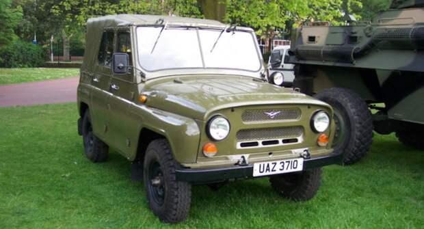 Для чего советские военные требовали от конструкторов делать ровный пол поперек всего УАЗ-469?