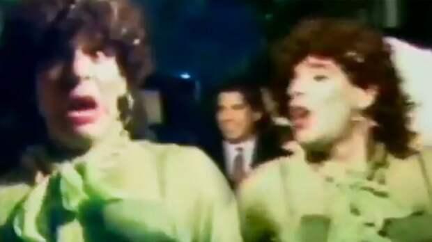 Марадона в начале 90-х отжигал в клубе в образе женщины — в чулках и с макияжем. Посмотрите редкие кадры