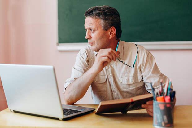 Новая должность с повышенной зарплатой появится в российских школах