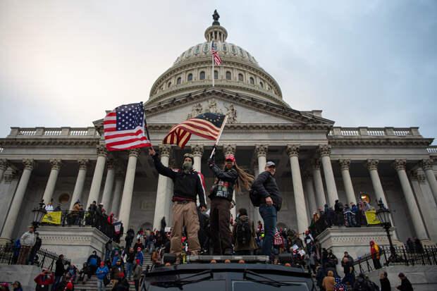 Чемпион, жертва доноса, ветеран ВВС: кого в США преследуют за поддержку Трампа