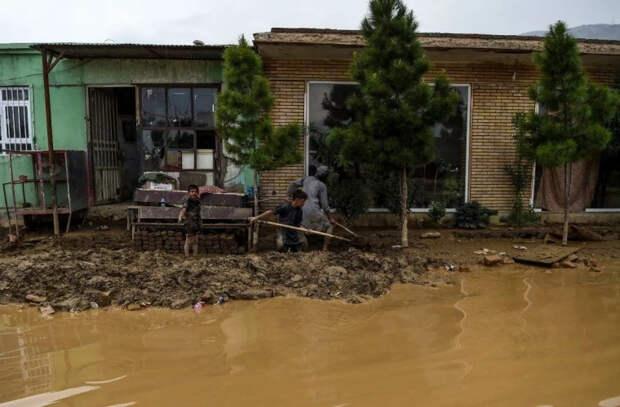 Жертвами наводнения в Афганистане стали почти 150 человек