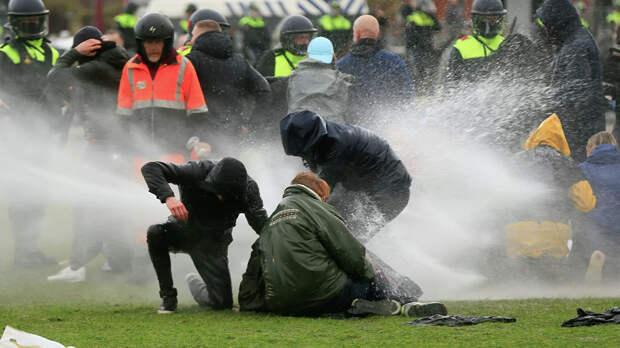 Водометы и конная полиция. Как проходят выборы в самой либеральной стране