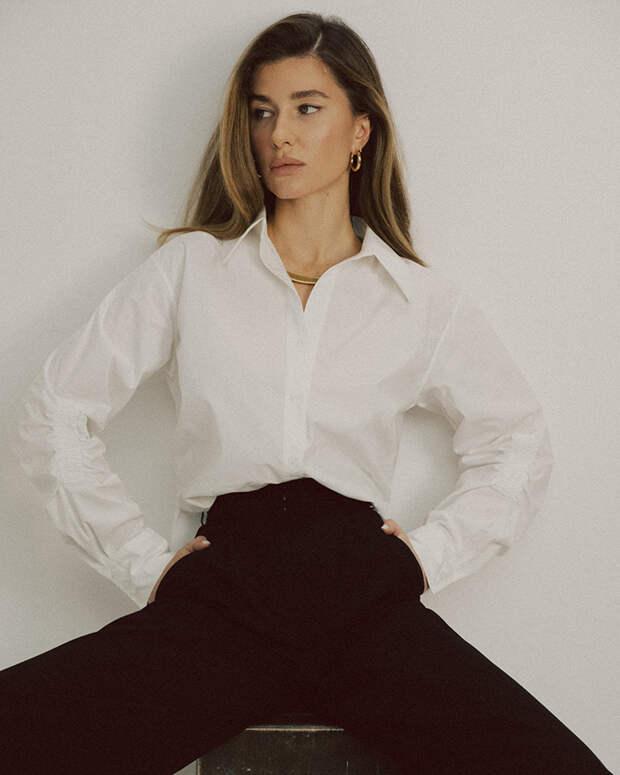 Розовые мини-платья и брючные костюмы: у московского бренда Juli Too найдется летний образ для любого случая
