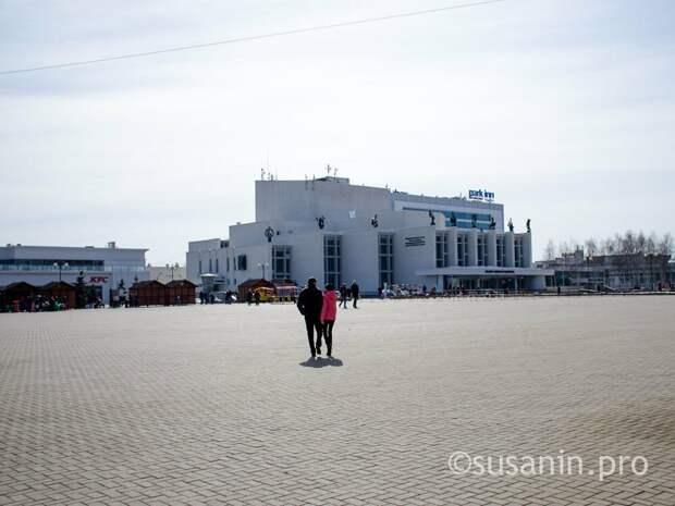 Неизвестные повредили восемь урн на Центральной площади Ижевска