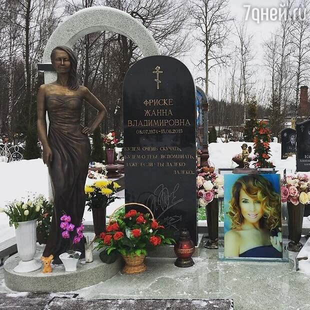 «Её выкопали»: шоумен потряс заявлением о могиле Жанны Фриске