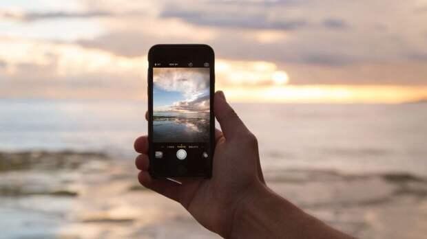 Россиянам объяснили, как спасти залитый водой смартфон