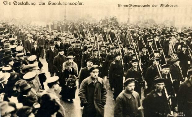 Красные флаги на улицах Берлина