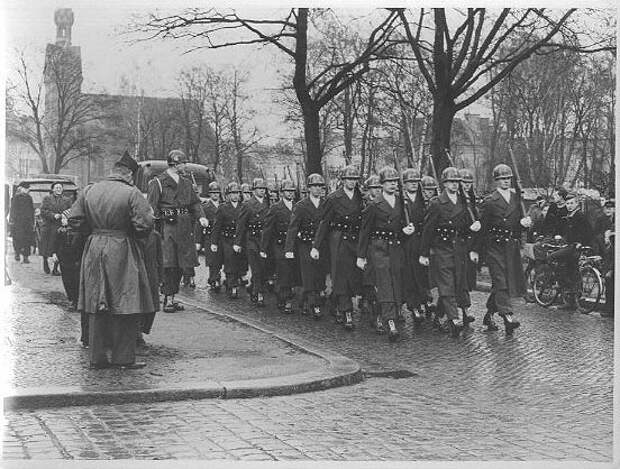 6th Inf Soldiers in Berlin 1951