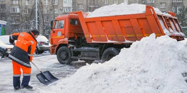 Снег в Беговом остался только на газонах