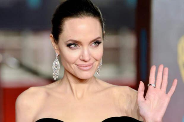 Анджелина Джоли объяснила, почему она решила вернут...