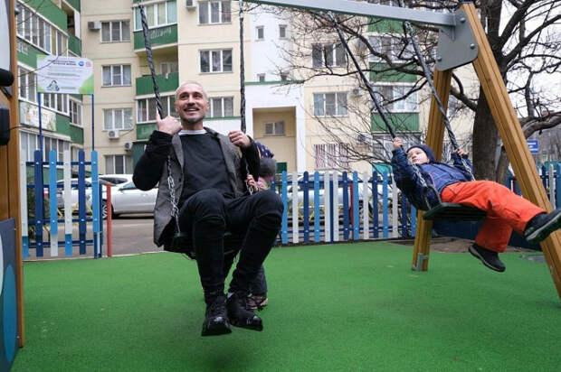 Певец Дима Билан открыл в Краснодаре детскую площадку