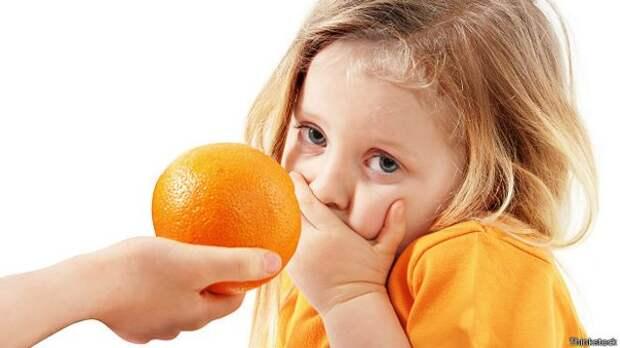 Девочка и апельсин