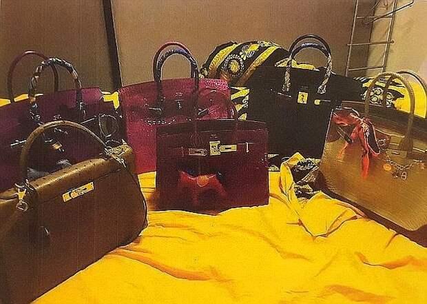 Девушка совершила шоппинг на сумму 4.6 миллионов $, которые случайно поступили на её счет (18 фото)