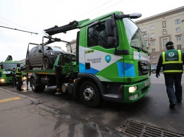 Общественники предлагают сократить количество штрафстоянок в Москве