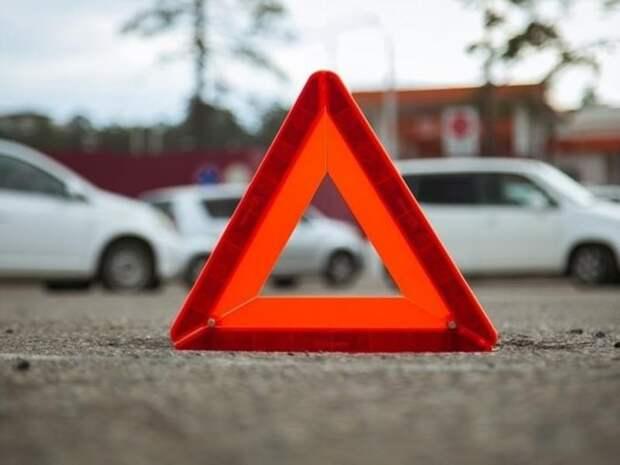 Грузовик опрокинулся в Забайкалье, пожилой водитель госпитализирован