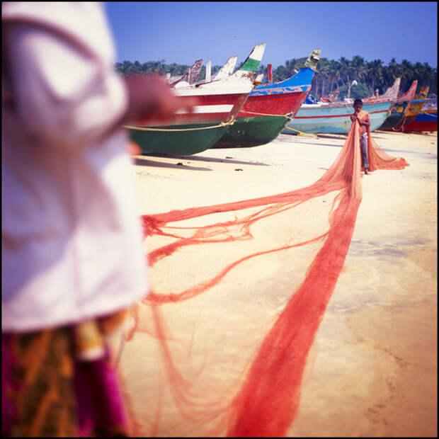 По всему побережью раскидано множество рыбацких деревень, можно без проблем взять в прокат скутеры и подробнее все там исследовать.