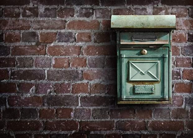 В доме на Шумилова почтовые ящики прикрепили обратно к стене