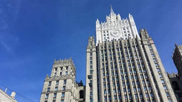 Захарова высказалась о попытках Лондона переложить ответственность на Москву по делу Скрипалей