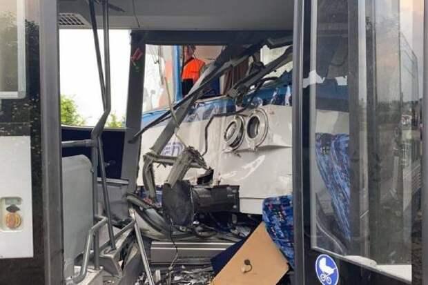 Десятки людей ранены, есть жертвы: два пассажирских поезда столкнулись в Чехии