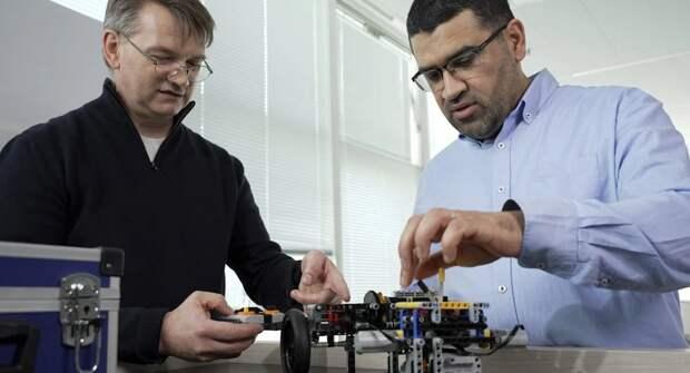 Инженер Renault использовал Lego для создания гибридной трансмиссии