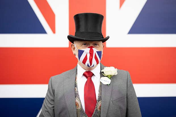 Чучела птиц, ракушки и ироничные маски: самые яркие образы и необычные шляпки на Royal Ascot 2021