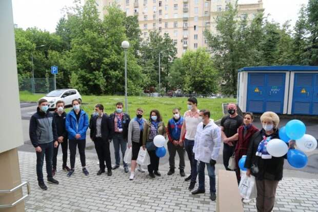 Партийцы САО поздравили врачей с Днем медика