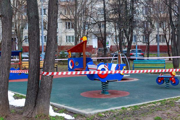 Ребёнок поймал пулю в шею на детской площадке в Ленобласти