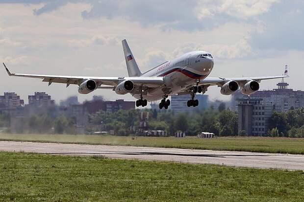 Самолет ВВС Колумбии сопроводил российский Ил-96