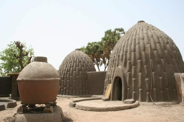 Традиционно женщины отвечали за содержание хижин архитектура, африка, интересное, строительство, факты, шедевры