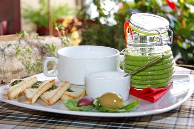 Свежая зелень и огурчики. Лучшие рецепты холодных супов