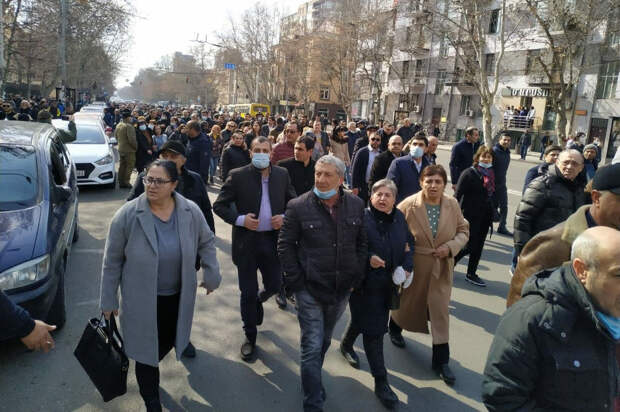 """""""Пусть меня расстреляют"""": Пашиняна обвинили в гибели 5000 армян"""