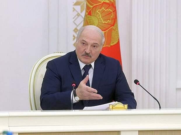 «Вдруг застрелят»: Лукашенко собирается подписать декрет о передаче власти